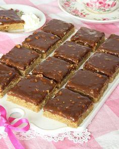 schweizernötsrutor7 Raw Food Recipes, Cake Recipes, Dessert Recipes, No Bake Desserts, Easy Desserts, Yummy Treats, Yummy Food, Swedish Recipes, Bagan