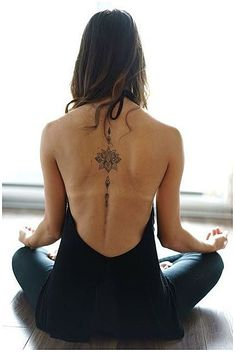 ▷ Flower Ideas Tattoo designs and their meanings .- ▷ 1001 + Ideen für Blumen Tattoo Designs und ihre Bedeutungen Beautiful floral tattoo on the back, mandala tattoo, a woman doing yoga exercises, backless blouse - Yoga Tattoos, Body Art Tattoos, New Tattoos, Small Tattoos, Tatoos, Female Back Tattoos, Danty Tattoos, Wife Tattoos, Flash Tattoos