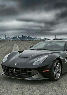 《Ferrari F12》