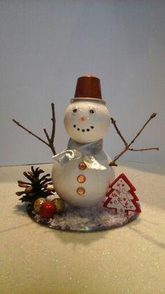 Bonhomme de neige en boule de polystyrène