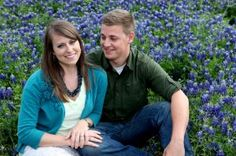 Engagement pictures in Dallas area in bluebonnets | dallas wedding photographer