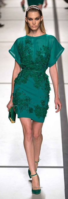 Short Green Dress Flower Beaded Detail - Elie Saab Spring 2014 Ready to Wear Paris Fashion Week Couture Fashion, Runway Fashion, Womens Fashion, Paris Fashion, Green Fashion, Love Fashion, Fashion Design, Beautiful Outfits, Gorgeous Dress
