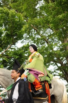 https://flic.kr/p/9LtM9K | 葵祭2011 AOI Matsuri | AOI Matsuri 2011 A man and woman dressed in heian robes.
