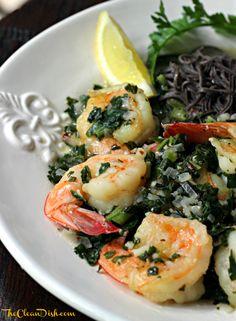 shrimp with lemon, white wine and spinach over black bean spaghetti