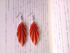 This origami leaf earrings are handmade from usual craft paper. Earrings are 5,5 cm long,you also can choose any kind of paper, and size as you want. Origami isn't waterproof, so don't go swimming while wearing the jewellery,They may look delicate, however you really only need to treat them with as much care as any other handmade silver piece. let's see how to made !