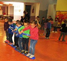 Jeux de coopération - La maternelle de Vivi Motor Skills Activities, Gross Motor Skills, Physical Activities, Preschool Activities, Team Building Games, Team Games, Family Games, Games For Kids, Cooperative Games
