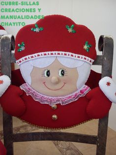 CUBRE-SILLA SRA CLAUS (como armar la cara ) Christmas Sewing, Christmas Embroidery, Felt Christmas, Christmas Time, Christmas Stockings, Christmas Crafts, Christmas Decorations, Christmas Ornaments, Holiday Decor