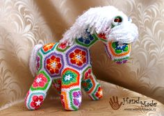 Horse crochet from motifs - thinking I would prefer a darker join therefore a darker mane and tail African Flower Crochet Animals, Crochet Flower Patterns, Crochet Motif, Crochet Yarn, Crochet Flowers, Crochet Ideas, Free Crochet, Crochet Crafts, Crochet Dolls