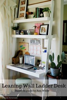 Leaning Ladder Wall Desk, plans by Ana White Http://www.househomemade.us/2016/02/we-made-desk-its-done.html