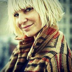 """""""Ella es Sia Furler… La que acompaña a Guetta en Titanium y a Flo-Rida en Wild Ones"""""""