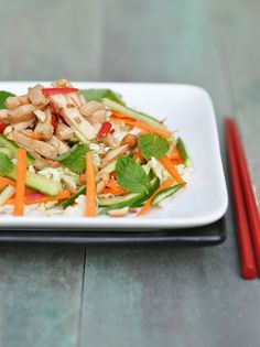 Vietnamese Chicken Salad - good for detoxing after the Christmas gluttony or as part of New Year resolutions. Yummy Chicken Recipes, Yum Yum Chicken, Turkey Recipes, Soup Recipes, Healthy Salad Recipes, Vegetarian Recipes, Eat Healthy, Vietnamese Chicken Salad, Vietnamese Food