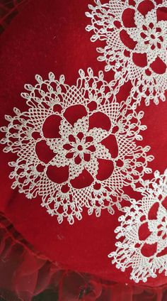 βελονα Woman Dresses how to dress like a french woman Crochet Tablecloth, Crochet Doilies, Crochet Lace, Crochet Stitches, Hobbies And Crafts, Diy And Crafts, Point Lace, Needle Lace, Knitted Shawls