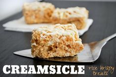 Creamsicle Rice Krispy Treats from Mallow & Co. - out of this world delicious, easy, and perfect for summer Rice Krispy Treats Recipe, Rice Crispy Treats, Krispie Treats, Rice Krispies, Just Desserts, Delicious Desserts, Dessert Recipes, Yummy Food, Bar Recipes