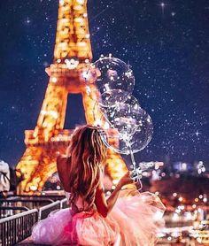 Top 10 Secrets of the Eiffel Tower in Paris Beautiful Paris, I Love Paris, Paris Photography, Girl Photography Poses, Paris Wallpaper, Paris Pictures, Foto Art, Jolie Photo, Paris Travel