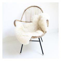 Mooie-rotan-stoel-met-zwart-metalen-onderstel.1423853929-van-soetenco.jpeg (700×700)