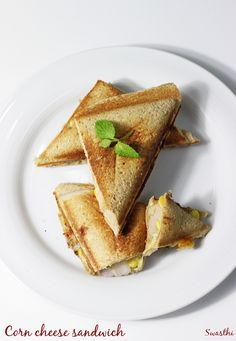 Corn cheese sandwich recipe Sweet corn sandwich via Grilled Sandwich Recipe, Breakfast Sandwich Recipes, Easy Sandwich Recipes, Corn Recipes, Corn Cheese Sandwich, Toast Sandwich, Cheese Bread, Cheese Toast Recipe, Quick Snacks