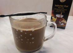 Heiße Schokolade mit Chai, Tee in Milch aufkochen, Chai mit Schokolade