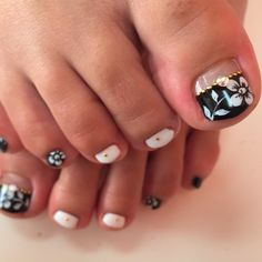 Black-White-Floewer Toe Nail Art #nailbook
