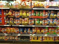 Schwedisches Fredagsmys (Freitagskuscheln) dazu Chips der Marke OLW und eine besondere Melodie im Ohr. Mehr dazu im Blog-Post... http://hejsweden.com/2013/10/fredagsmys-freitagskuscheln-typisch-schwedisch-nr-65/
