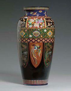 Taisho Period, Japanese Vase, Korean Art, Pottery Designs, Japanese Beauty, National Museum, Black Backgrounds, Art Museum, 19th Century