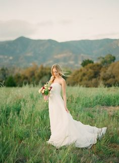 Different Styles Of Wedding Dresses. There are several designs of bridal gown, practically as many styles of wedding dresses as there are shapes of women. Cute Wedding Ideas, Wedding Styles, Wedding Inspiration, Bridal Pictures, Wedding Photos, Elegant Wedding Dress, Wedding Dresses, Girls First Communion Dresses, Blue Bridesmaid Dresses