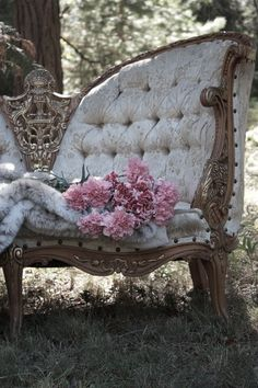 Antique Chair....i want!!!!!!