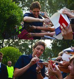 Oliver signing autographs.