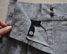 fermeture de sécurité raffinée pour pantalons - french fly, or waist stay, for trousers > Burdastyle.com