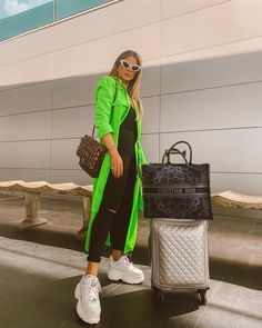 Explore these move clothing to enhance for your travel design and style clothing! Trajes Business Casual, Business Casual Outfits, Bali Fashion, Curvy Fashion, Fashion Fashion, Street Fashion, Fashion Tips, Stylish Eve, Airport Style