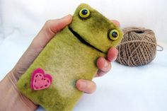 Felted FROG Phone Case. Felt Frog Wool Phone Case. Eco Friendly. Handmade Felt Case