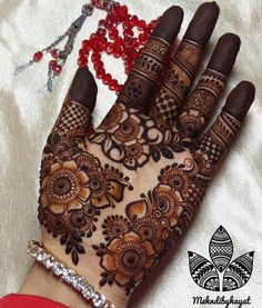 Best Henna Design on Palm Images Gallerh - Henna Designs Easy on Palm with Cute and Simple Design for Girl. this is the best henna design on Palm Henna Art Designs, Mehndi Designs For Girls, Stylish Mehndi Designs, Dulhan Mehndi Designs, Wedding Mehndi Designs, Mehndi Designs For Fingers, Latest Mehndi Designs, Henna Mehndi, Rangoli Designs
