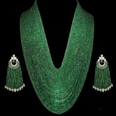What an exquisite set by @hsyjewellery . . #hsyjewellery #emeralds #emeraldnecklace #emeraldearrings #emerald