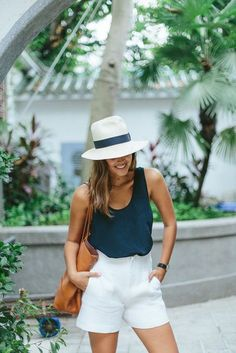 Wardrobe Essentials: The Silk Tank apairandasparediy., Summer Outfits, Wardrobe Essentials: The Silk Tank apairandasparediy. Travel Outfit Summer, Casual Summer Outfits, Short Outfits, Classy Outfits, Summer Holiday Outfits, Dress Casual, Chic Outfits, Thailand Outfit, Outfits With Hats