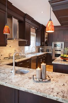 We went for dark wood kitchen designs, and the offer is diversified, so you can pick some of these according to what you wish for for your new kitchen, either built from scratch or that overdue kitchen remodel you have been saving for. Go modern, rustic or minimalist and contemporary, and your kitchen will look great according to our books but remember you have the last saying. The most important part is that among these dark wood kitchen designs you find the kitchen you have been looking… Backsplash Kitchen White Cabinets, Espresso Kitchen Cabinets, Outdoor Kitchen Countertops, Modern Kitchen Cabinets, Kitchen Cabinet Colors, Granite Kitchen, Dark Cabinets, Granite Countertops, Backsplash Ideas