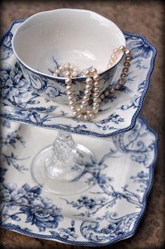 ✿ڿڰۣ(̆̃̃•Aussiegirl  Dutch pottery blue