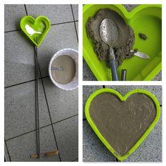 A heart for mothers - make your own garden heart Cement Art, Concrete Crafts, Concrete Projects, Concrete Bags, Concrete Garden, Garden Crafts, Garden Projects, Diy Garden, Front Yard Garden Design