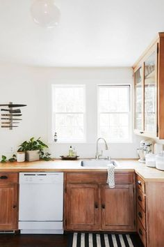Interior Design Kitchen it works: butcher block wood cabinets - A glimpse inside this historic home's modern revamp. Storybook Homes, Minimal Home, Minimal Kitchen, Retro Home Decor, 1920s Home Decor, Home Decor Styles, Cuisines Design, Küchen Design, Design Ideas