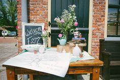 Guestbook fingerprint. Vintage wedding. Photo: www.grotografie.nl, www.pholien.nl Styling: www.backtostyle.nl
