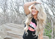 that hair honestly!!!!! I looove it :) I will probably go blonde soon ... For summer ;)