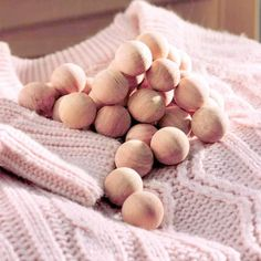 These cedar balls help to maintain your clothes very fresh and clean. Anti Mites, Le Souci, Fresh And Clean, Merino Wool Blanket, Cleaning, Commerce, Voici, Home, Balls