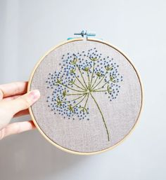 how to do french knots embroidery French Knot Embroidery, Embroidery Stitches Tutorial, Embroidery Flowers Pattern, Simple Embroidery, Hand Embroidery Stitches, Embroidery Hoop Art, Hand Embroidery Designs, Embroidery Patterns Free, Embroidered Flowers