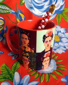 Caneca Frida Kahlo & Colher Bordada