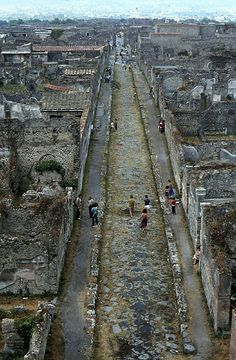 Pompeii, 1980 Via di Mercurio. One of the main roads in Pompeii
