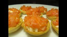 Праздничные тарталетки с красной рыбой и сливочным сыром.