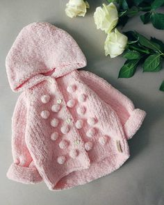 And with a hood - is that how?) A cardigan with a bump . Knitting Baby Girl, Knitting For Kids, Baby Sewing, Crochet Baby Jacket, Crochet Baby Hats, Knitted Hats, Knitted Baby Clothes, Crochet Doll Clothes, Baby Girl Patterns