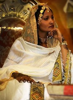 themonsooonchild:  sincerely-elsh:  beautifuleastafricanbrides: Traditional Habesha bride  well damn