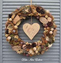 "Naturkranz XXL Türkranz Herbst  ""Natur""   von Deko-Idee Eolion auf DaWanda.com Summer Door Wreaths, Diy Fall Wreath, Xmas Wreaths, Autumn Wreaths, Diy Girlande, Christmas Ornament Wreath, Christmas Diy, Ornament Drawing, Pine Cone Decorations"