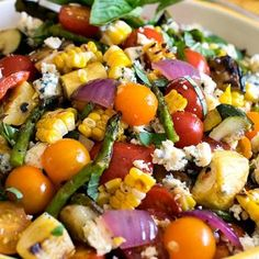 Grilled Summer Vegetable Salad - A Family Feast-Grilled Summer Vegetable Salad - Herb-infused oils used to grill summer vegetables, plus a terrific homemade dressing! This is summertime in a bowl! Veggie Recipes, Dinner Recipes, Cooking Recipes, Healthy Recipes, Summer Vegetable Recipes, Delicious Recipes, Grilled Dinner Ideas, Grilled Recipes, Water Recipes