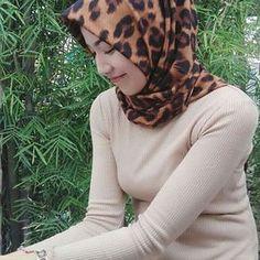 """Berhijab bukan sebuah alasan untuk tidak tampil sexy"" Selamat sore semuanya. Follow @dwiputriyanaa Keep healthy and sexy girl #jilbab #jilboob #hijab #jilbabcantik #jilbabsexy #jilbabindonesia #cewekjilbab"