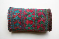 wristlet by Rosa Pomar, via Flickr (use siouxian's bauble patterns)
